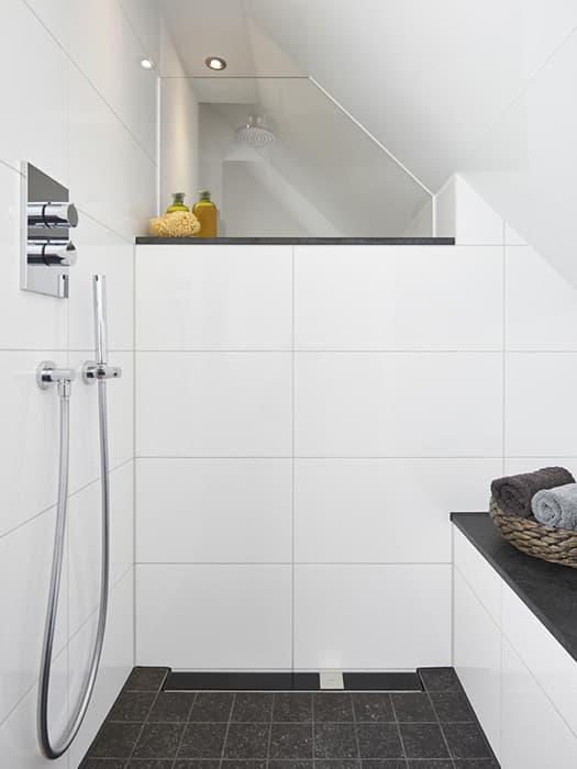 Badezimmer mit Schräge: 8 Tipps zum Planen & Gestalten ...