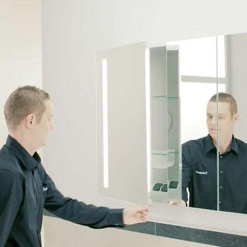 Anleitung: Bad-Spiegelschrank aufhängen (+ Video) | REUTER
