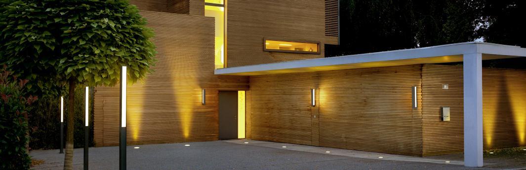 eingangsleuchten licht f r den hauseingang reuter magazin. Black Bedroom Furniture Sets. Home Design Ideas