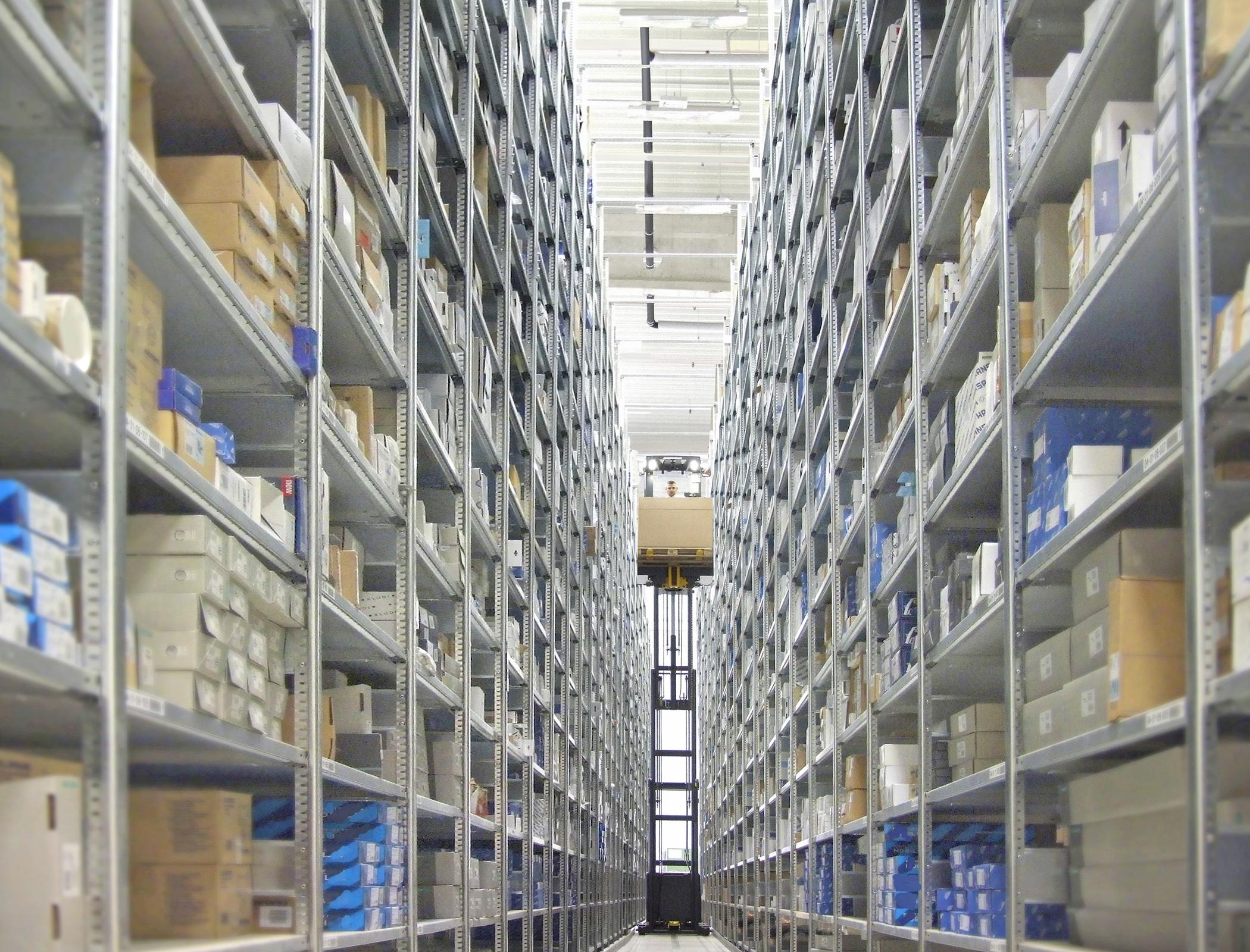 reuter badshop umzug des zentrallagers ins neue logistik center reuter pressemitteilung. Black Bedroom Furniture Sets. Home Design Ideas