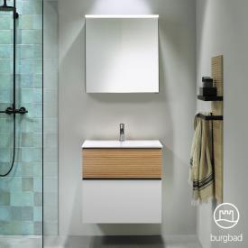 Burgbad Fiumo Badmöbel-Set Mineralguss-Waschtisch mit Waschtischunterschrank und Spiegelschrank Front weiß matt/tectona zimt dekor / Korpus weiß matt