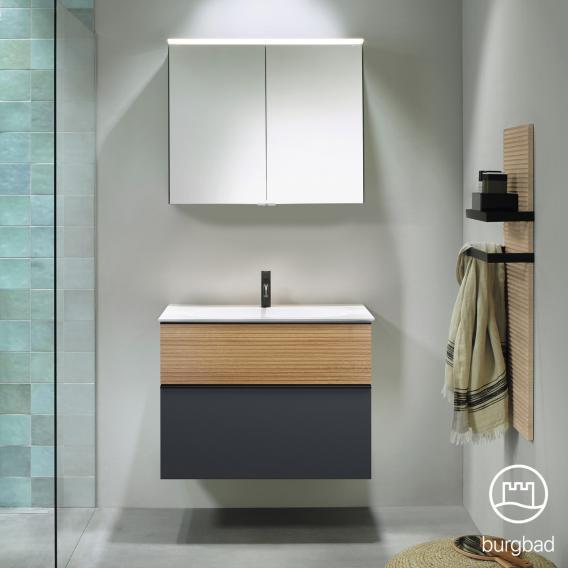 Burgbad Fiumo Badmöbel-Set Mineralguss-Waschtisch mit Waschtischunterschrank und Spiegelschrank Front graphit softmatt/tectona zimt dekor / Korpus graphit softmatt