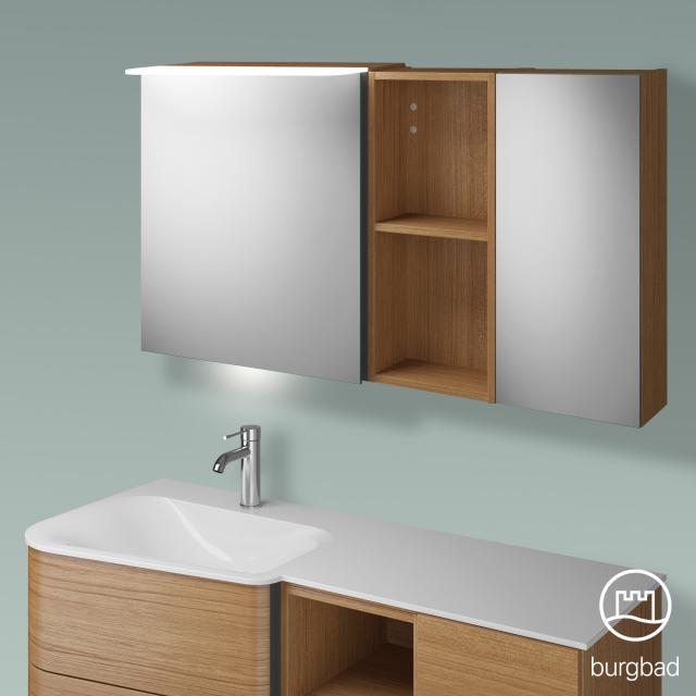 Burgbad Badu Spiegelschrank mit LED-Beleuchtung mit 2 Türen und Regal Korpus tectona zimt dekor, Griffleiste anthrazit, mit Waschtischbeleuchtung