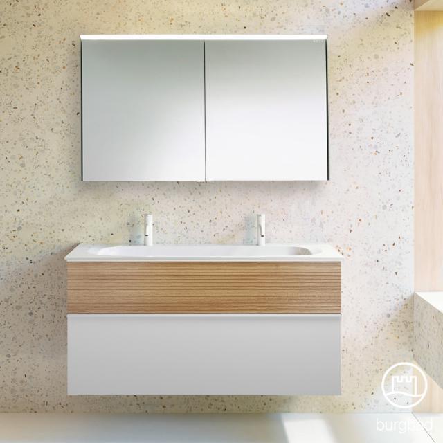Burgbad Fiumo Badmöbel-Set Doppelwaschtisch mit Waschtischunterschrank und Spiegelschrank Front weiß matt/tectona zimt dekor / Korpus weiß matt, Griffleiste weiß matt