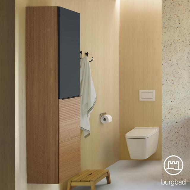 Burgbad Fiumo Hochschrank mit 2 Türen Front tectona zimt dekor/graphit softmatt / Korpus tectona zimt dekor, Griffleiste schwarz matt