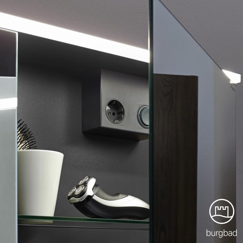burgbad eqio spiegelschrank mit led beleuchtung wei glanz mit waschtischbeleuchtung. Black Bedroom Furniture Sets. Home Design Ideas