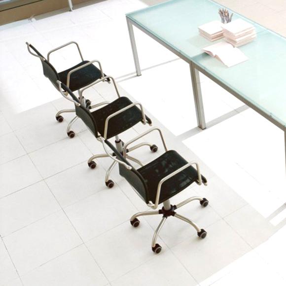 connubia air race stuhl mit rollen und armlehne cb 321 p95 461 reuter. Black Bedroom Furniture Sets. Home Design Ideas