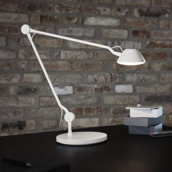Fritz Hansen AQ01 LED Tischleuchte mit Dimmer