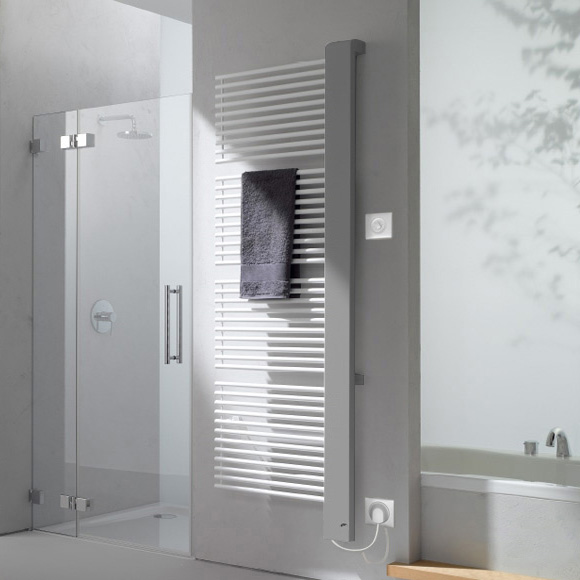 Kermi Credo-Half-E Heizkörper für rein elektrischen Betrieb glanzsilber, B: 61 H: 182,7cm, 1200 Watt, Elektro-Set WKS R