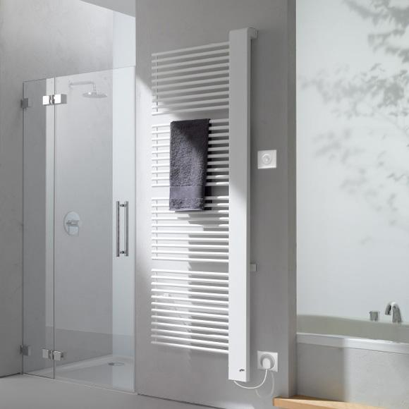 Kermi Credo-Half-E Heizkörper für rein elektrischen Betrieb weiß, B: 61 H: 140,9 cm, 800 Watt, Elektro-Set WFS rechts