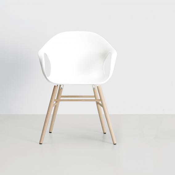 Kristalia Elephant Sessel auf Holzbeinen