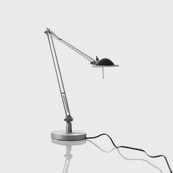 Luceplan Berenice Tischleuchte mit Tischfuß Ø 13.5 cm und Metallreflektor
