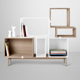 Muuto Stacked Regalsystem Model on Podium