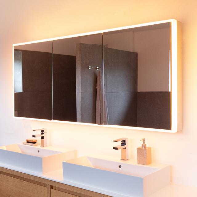 Schneider PREMIUMLINE Ultimate Spiegelschrank mit LED-Beleuchtung mit 3 gleichgroßen Türen silber eloxiert